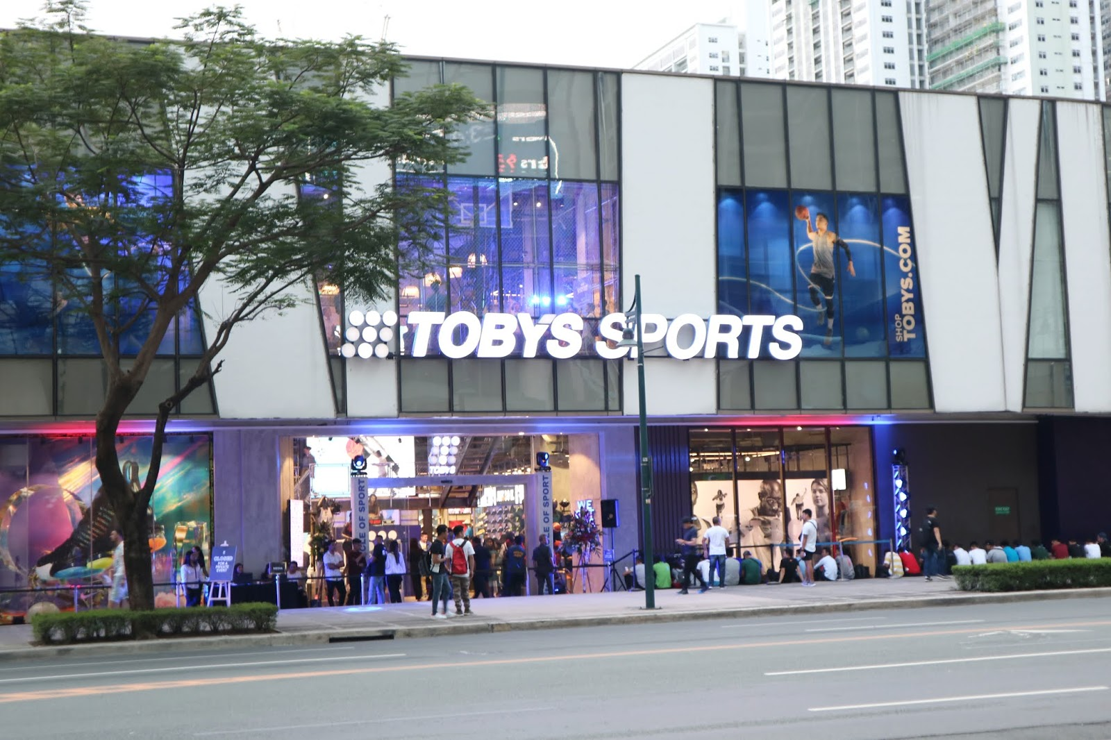 ee5fbb2a89dda8 The Toby s Sports Flagship store is officially OPEN! Time to fill-up those  Christmas wish-lists!  ) Bring your family here!