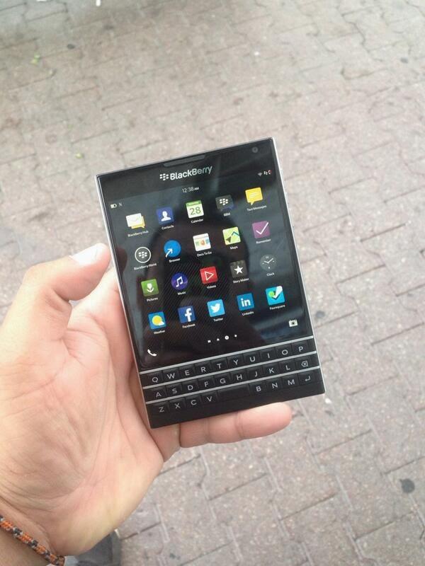 Hemos estado hablando acerca de el BlackBerry Passport mucho estas últimas semanas, ahora por fin tenemos el vídeo que muestra el dispositivo en acción, es una visita obligada!
