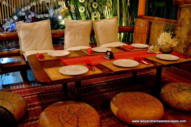 floor seating in KaLui Restaurant Palawan