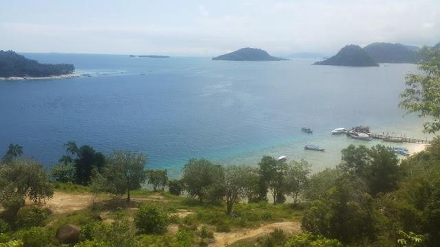 pemandangan dari pulau pamutusan sumatra barat