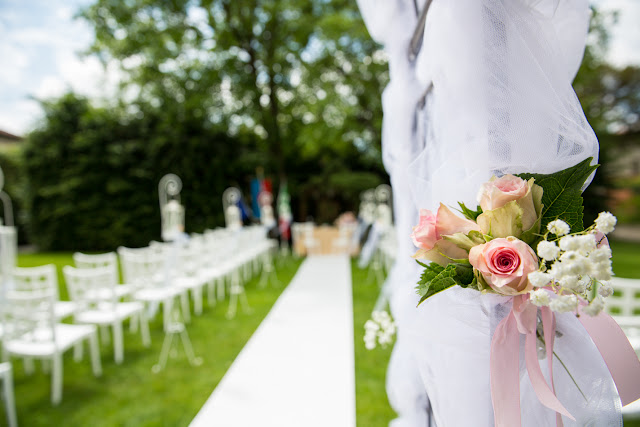 Allestimento rito civile rosa e bianco