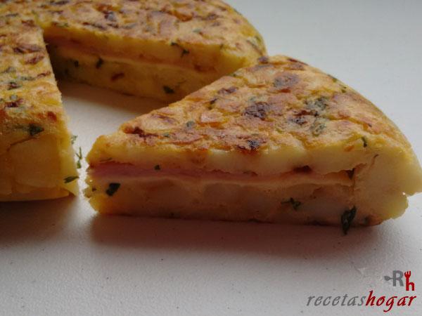 Receta de la tortilla española con queso y jamón