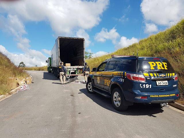 PRF recupera três veículos e carga de cigarros na Régis Bittencourt