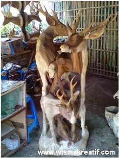 Seni pahat dari tunggak kayu jati