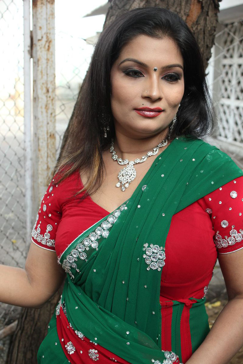 Actress Mumtaz Hot Saree Photos At Ithuthanda Chennai
