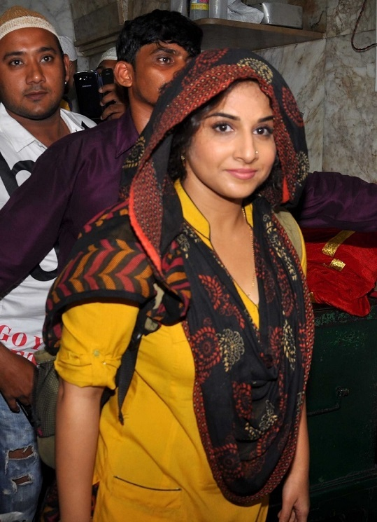 Hindi Film Actress Vidya Balan At Mahim Dargah