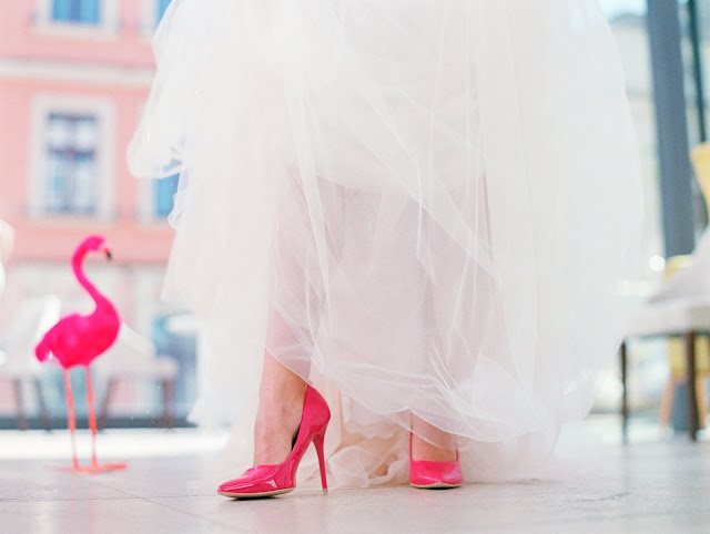 Fuksjowe buty ślubne