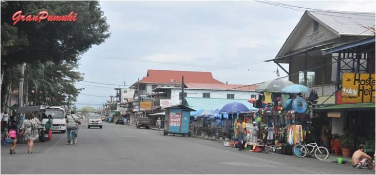 Calle principal de Bocas del Toro. En Blog de Viajes, Bocas del Toro con niños