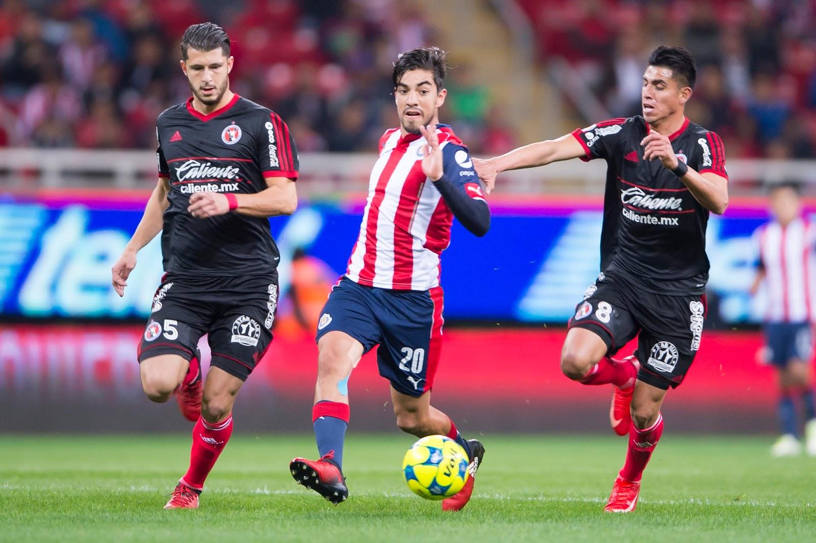 Rodolfo Pizarro en el partido contra Xolos.