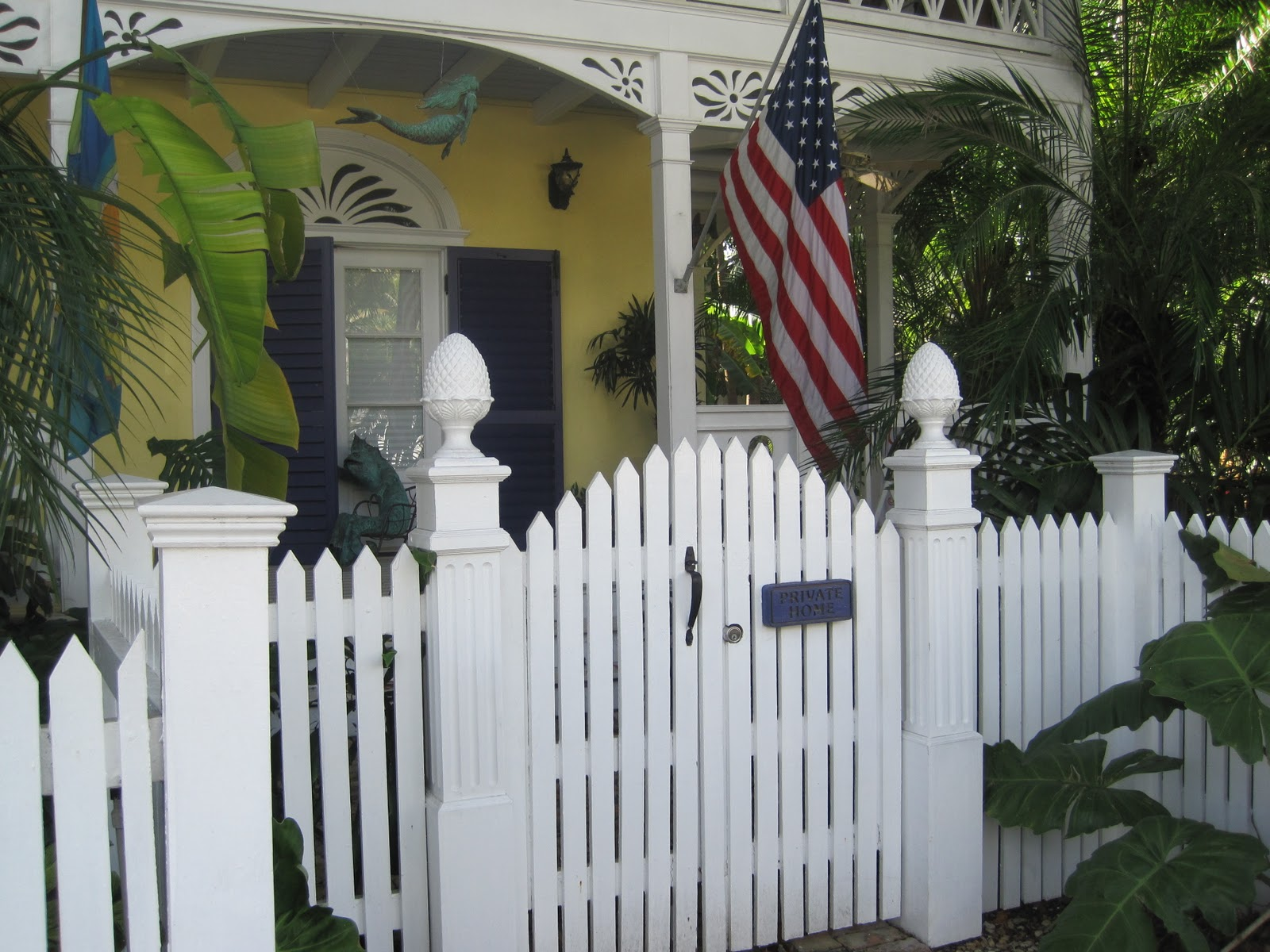 Home Design Gate Ideas: Pretty Old Houses: Picket Fences Of Key West