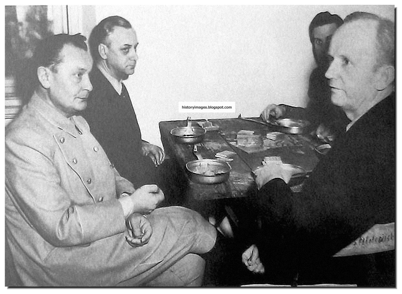 history in images pictures of war history ww2 nuremberg hermann goering has supper during the trials sidelights during nuremberg trial