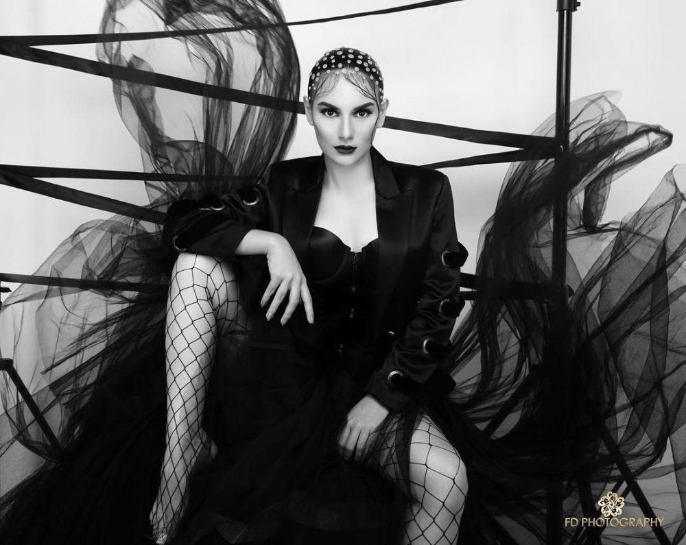 pacar irish bella artis cantik seksi pose ngangkang 2017