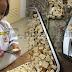 'Kenapa Mama Masih Simpan Roti Yang Dah Expired?'