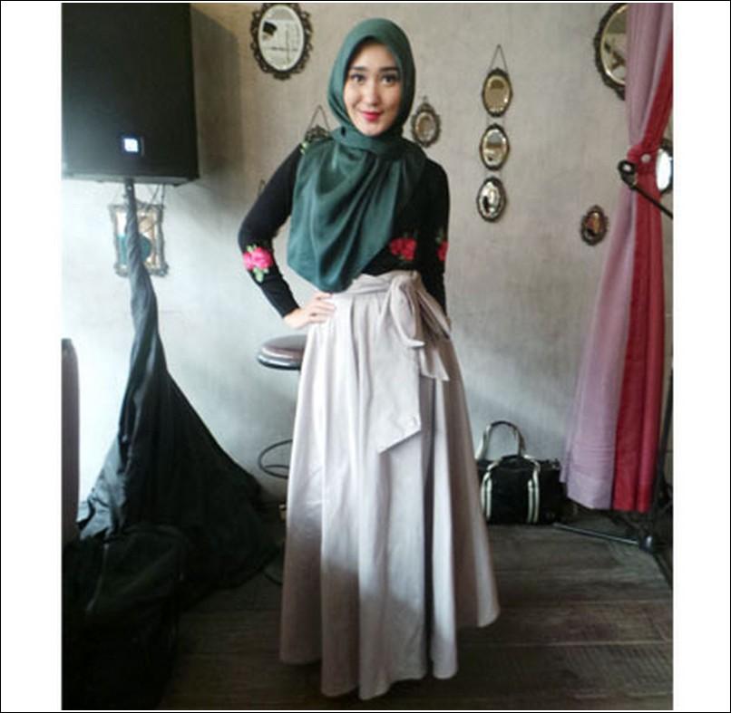 Inspirasi Paduan Rok Flare Untuk Wanita Muslimah