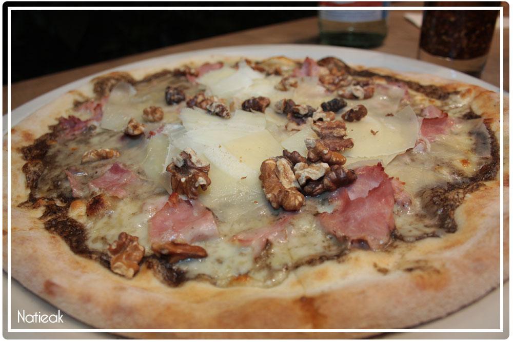 pizza à la base de crème de truffes