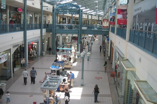 Compras no Westfield Main Place Mall em Anaheim