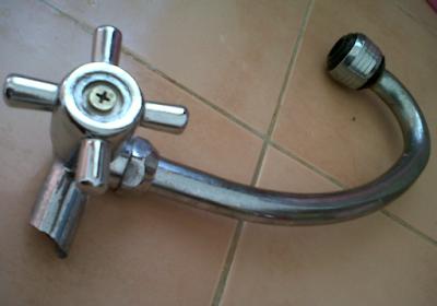 Cara Memperbaiki Keran Air Yang Patah Di dalam Pipa