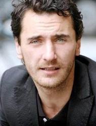 Biodata Firat Celik pemeran Mustafa Nalçalı