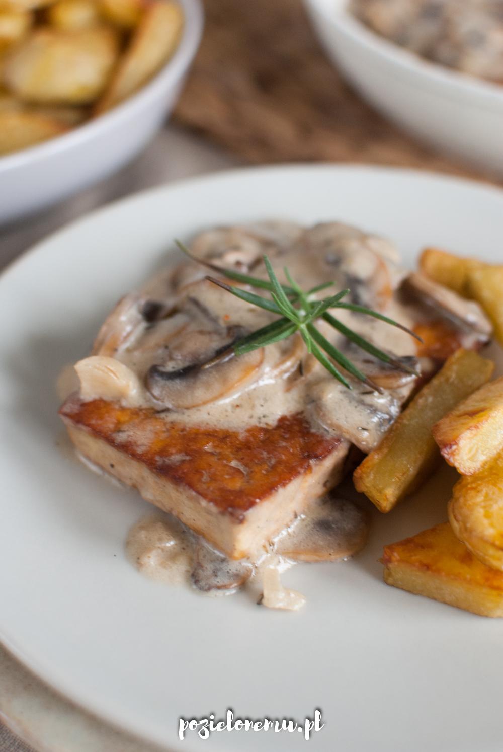 Tofu à la filet w kremowym sosie pieczarkowym