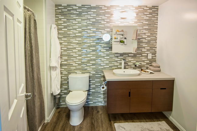 Dwell Labs-Darra Bishop bathroom at Cozy•Stylish•Chic