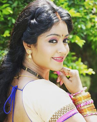 Bhojpuri Actress Subhi Sharma wikipedia, Biography, Age, Subhi Sharma Age, boyfriend, filmography, movie name list wiki, upcoming film, latest release film, photo, news, hot image