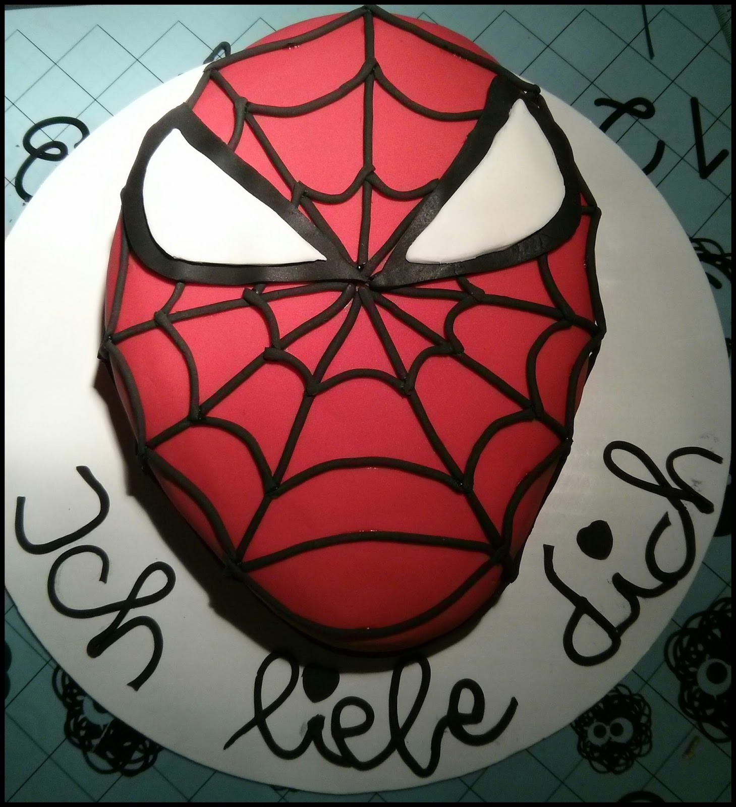 Aline Backt Spiderman Torte