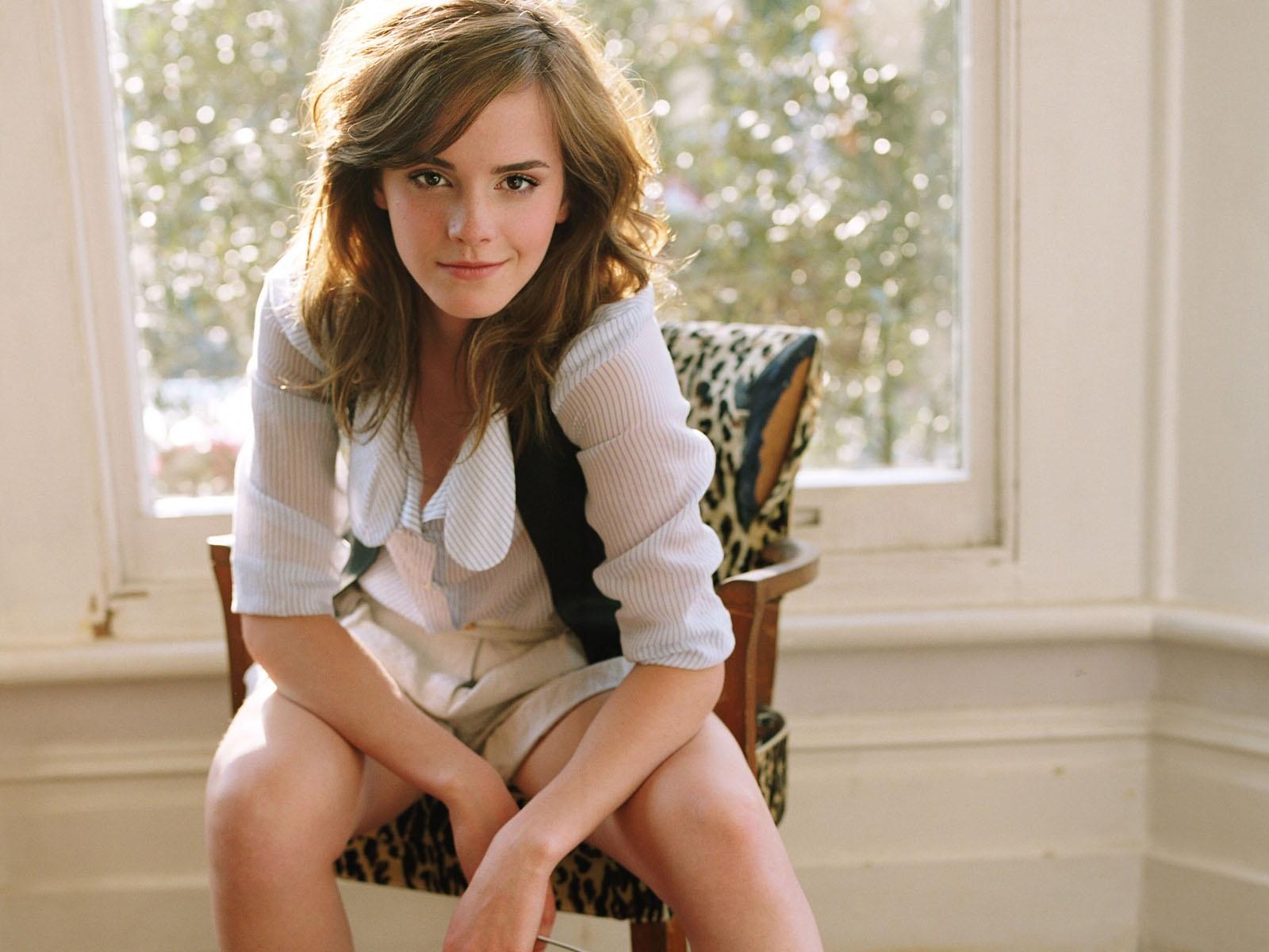 Emma Watsons Personal Parts: Hollywood Actress Emma Watson Cool Wallpapers In HD 2012