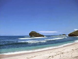 Pasir Putih Pantai Watukarung Pacitan