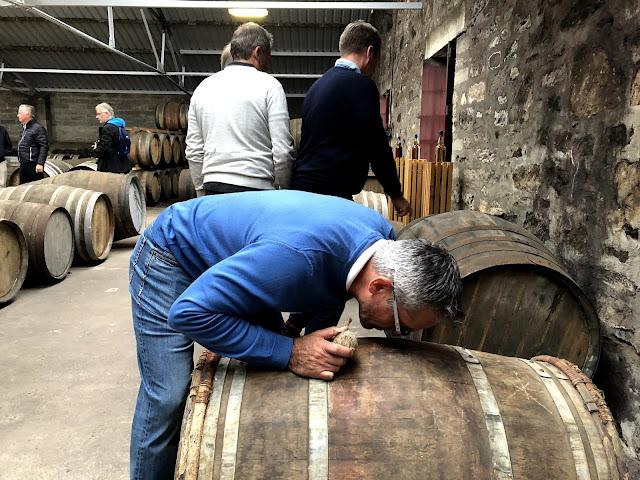 Viskin haistelua Moray Distillery, Skotlanti