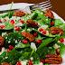 Δροσερή σαλάτα με ρόδι, σουσάμι, αχλάδι και τυρί κρέμα