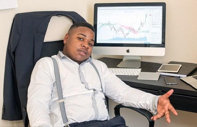 Роберт зарабатывает торговле на бинарными опционами, сидя дома в своем кабинете.
