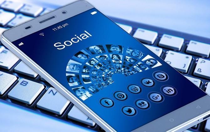 Ponsel dan Internet, Dua Hal Paling Penting bagi Orang Modern