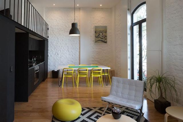 Loft en Córdoba con sillas amarillas de Ikea chicanddeco