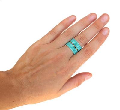 Купить минималистичное широкое кольцо из бисера. Бижутерия ручной работы купить в интернет-магазине. Россия.