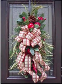 arreglos navideños para la puerta, como adornar puerta en navidad, adornos de navidad para puerta principal