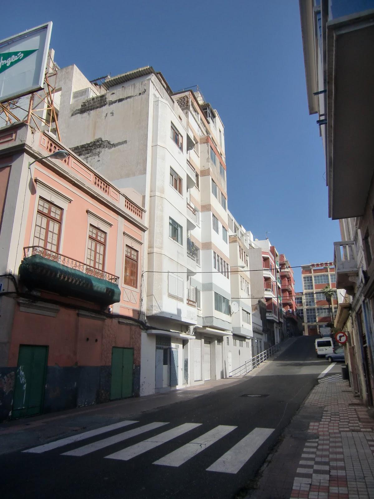 Black and white photography calle atindana en el barrio for Arquitectura las palmas