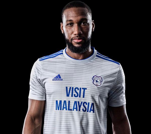Cardiff City Football Club dio a conocer su nueva franja de Adidas para la  próxima campaña 18 19. La franja gris y plateada clara con rayas azules se  usará ... 81beadedf78dd