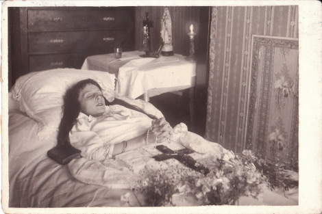 Top 10 Creepy Post Mortem Photos from the Bay of Victorian Era