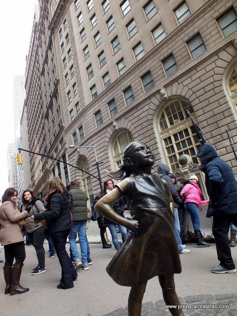 Toro de Wall Street y la niña