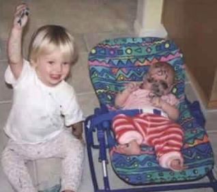 smiješne slike obojena beba sa flomasterom markerom