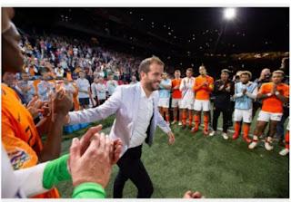 Rafael van der vaart announces his retirement from football