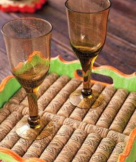 http://www.portaldeartesanato.com.br/materias/1889/reciclagem+de+rolhas