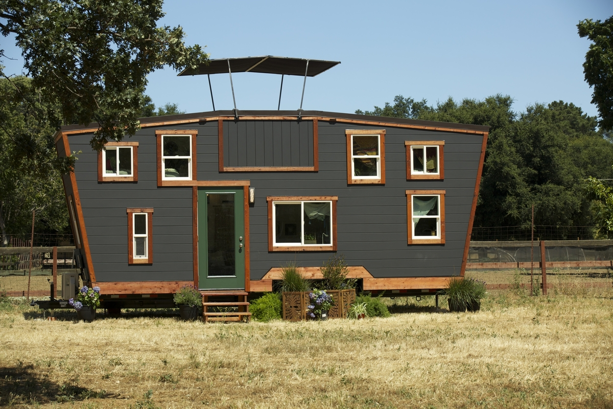 01-Front-View-Brian-Crabb-Tiny-House-on-wheels-www-designstack-co