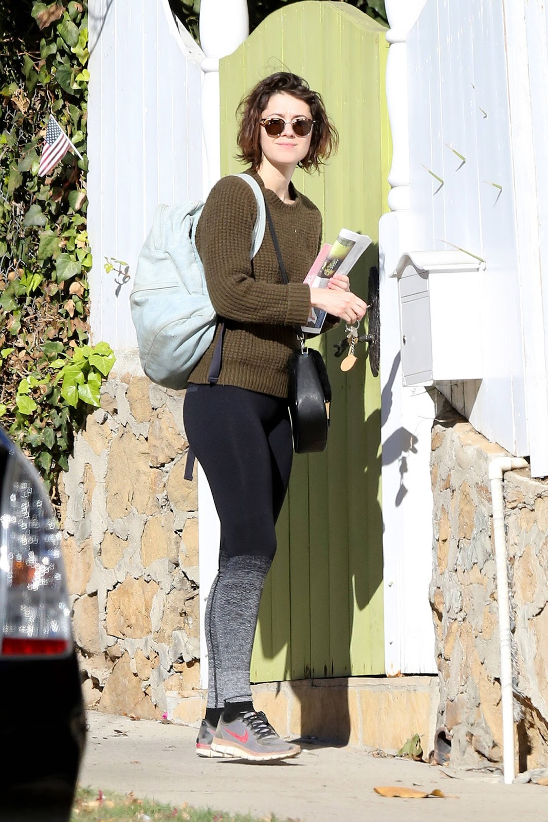 Mary Elizabeth Winstead in Tights