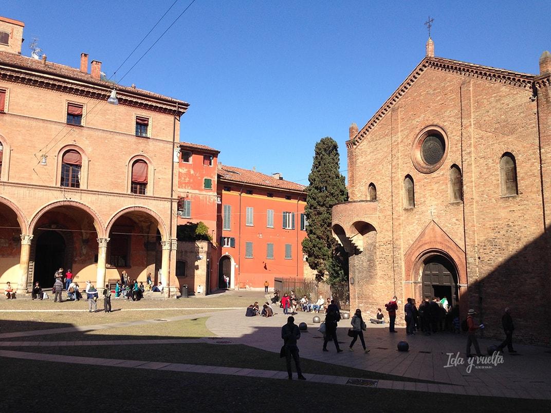 Santo Stefano Bolonia plaza