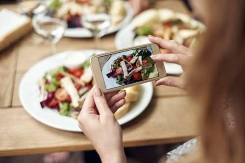 O hábito de divulgar imagens dos alimentos ingeridos no Instagram faz com que as pessoas permaneçam mais fiéis aos seus objetivos, pois de sentem motivadas pelo apoio de seus seguidores