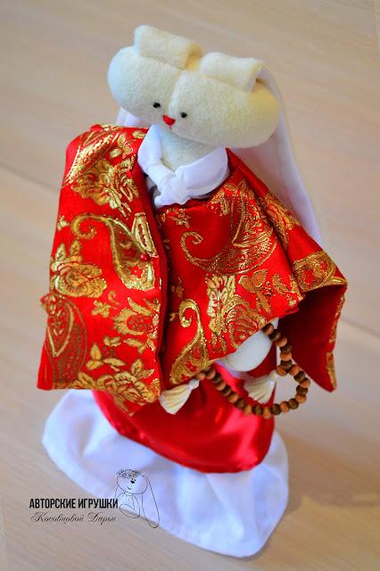 Игрушка заяц, мягкий заяц из флиса, авторская работа буддийский заяц, заяц буддист, буддийский  мастер, зайчик ручной работы