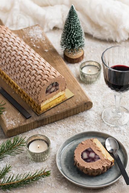 Bûche de Noël chocolat et poires au vin