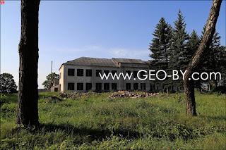 Покинутая школа в Великой Раёвке