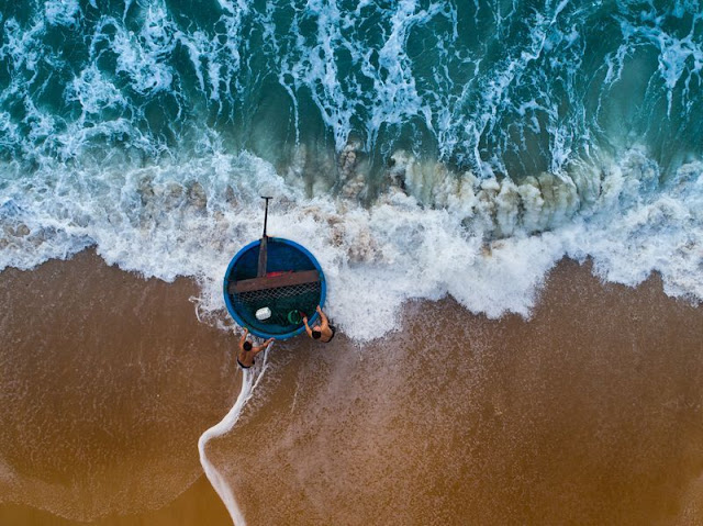 2 photos taken in Vietnam are in the top 7 most beautiful photographs of the week in the US